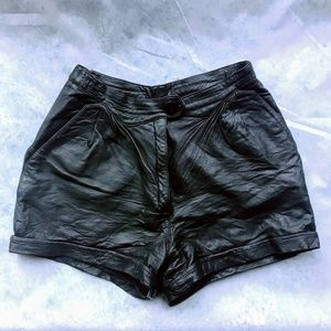 ✨ Genuine Leather High-waisted Shorts Size 28